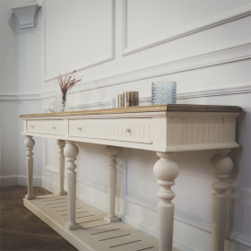 The AUDE Console Table